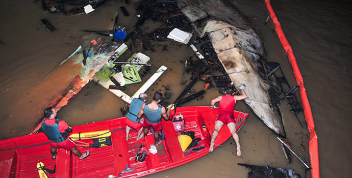 Dono de barco que explodiu em Santana é indiciado por homicídio e lesão corporal