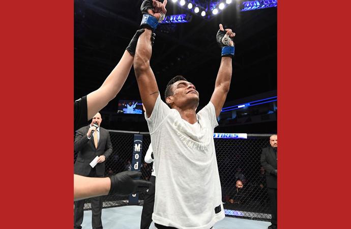 Raulian nocauteia americano e vence a primeira no UFC