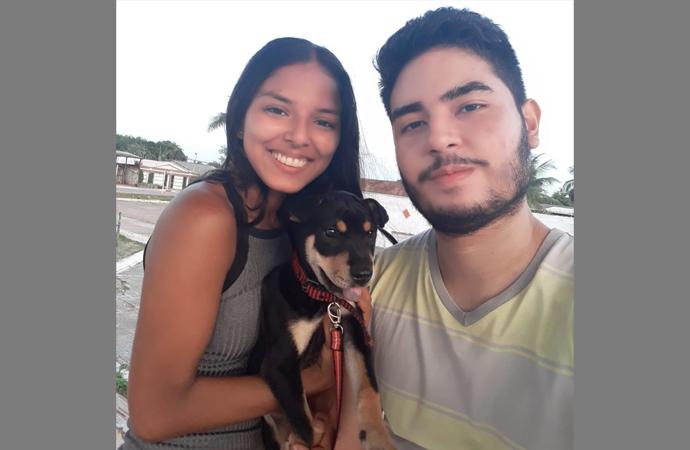 Estudante tenta localizar cachorro que sumiu da casa da namorada
