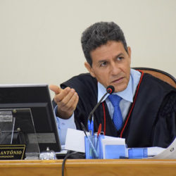 Desembargador determina suspensão da greve da educação em Santana