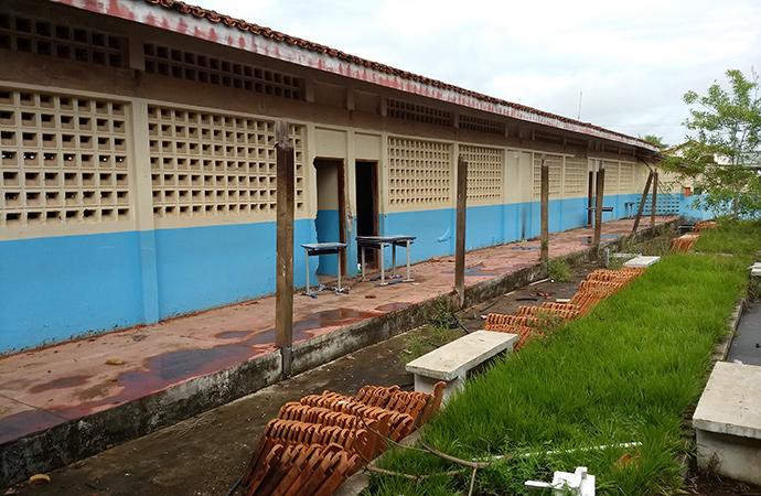 Escola onde parte do teto desabou completa um ano interditada