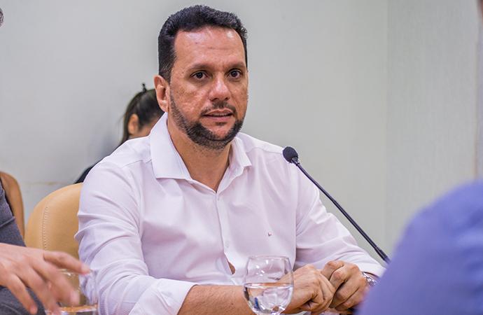 Secretário destaca esforço do governo para garantir repasses aos municípios