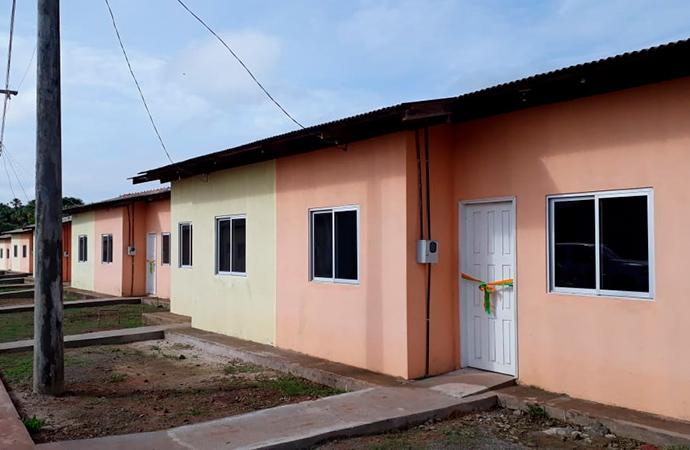 60 famílias realizam o sonho da casa própria em Santana