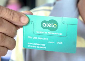 Famílias começam a receber cartões para compra de alimentos e material de higiene