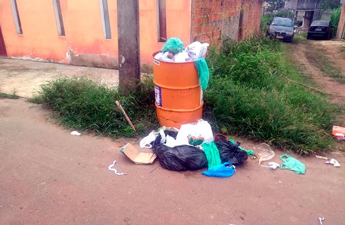 Moradores voltam a reclamar da coleta de lixo em Santana