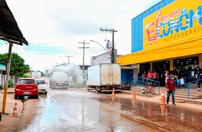 Prefeitura de Santana inicia lavagem da cidade para desinfecção do novo coronavírus