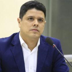 Após polêmica sobre lei de contratos administrativos, vereador Dr. Fabiano deixa a CCJR