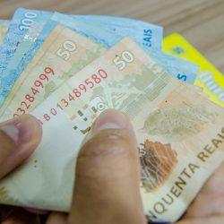 Governo paga primeira parcela do décimo terceiro dia 19
