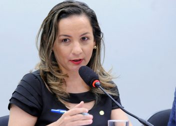 Marcivânia cede à pressão de apoiadores e aceita disputar a Prefeitura de Santana