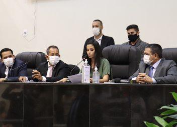Em sessão tumultuada, Elma Garcia é eleita presidente da Câmara Municipal de Santana