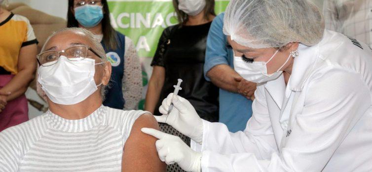 Santana recebe 875 doses da Coronavac e começa campanha de vacinação