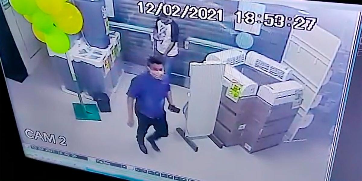Bandidos armados invadem estabelecimento comercial no centro de Santana