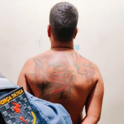 Jovem é preso com drogas e anotações da contabilidade do tráfico