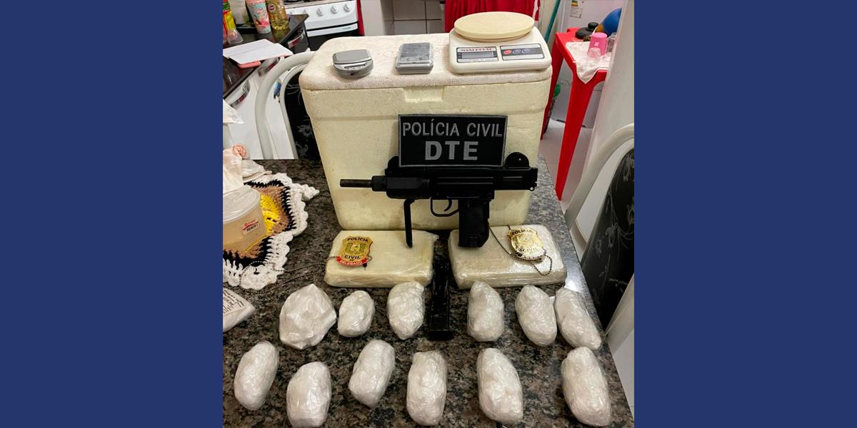 Polícia Civil apreende metralhadora e três quilos de cocaína