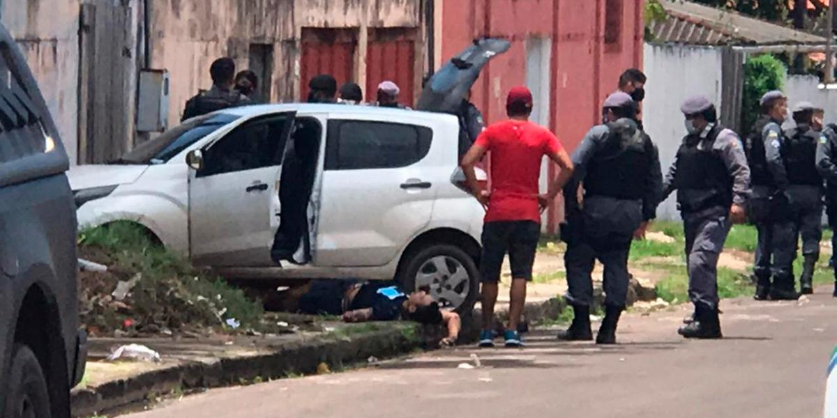 Dois assaltantes morrem e um fica ferido durante confronto com a PM