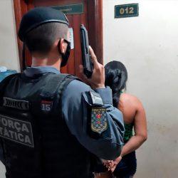Polícia intensifica patrulhamento e prende mulher por tráfico de drogas