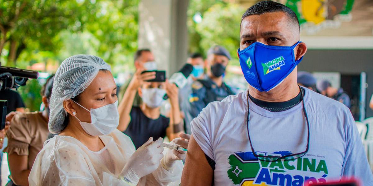 Profissionais de segurança pública e salvamento começam a ser vacinados contra a Covid-19
