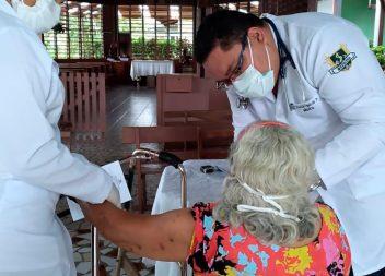 Governo e Prefeitura de Santana realizam ação de saúde no Abrigo Padre Luigi Brusadelli
