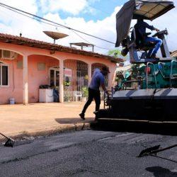 Moradores comemoram pavimentação de vias no bairro Nova Brasília