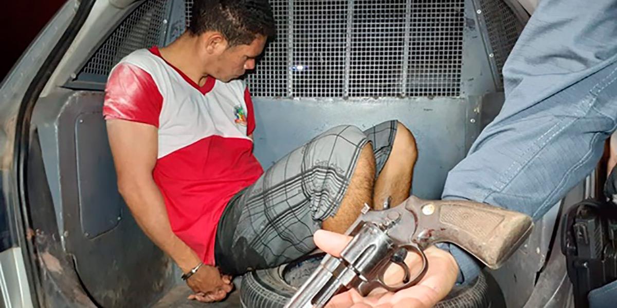 Detento do regime aberto é preso com drogas e revólver