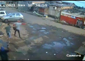 Câmera registra troca de tiros após roubo na Área Portuária. Veja o vídeo