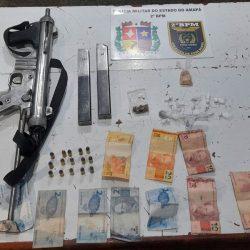 Dupla é presa com submetralhadora, munições e drogas