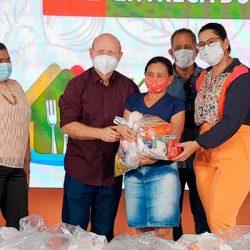 Alunos da rede municipal de Santana recebem kits alimentação